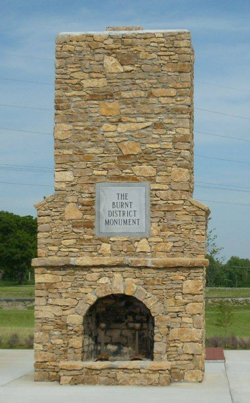 Harrisonville monument (1).jpg