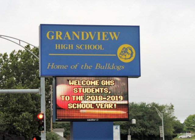 Grandview Schools welcome sign