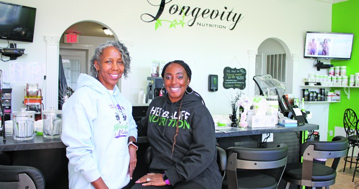 "Longevity Nutrition Smoothie & Juice Bar ""shakes"" it up"