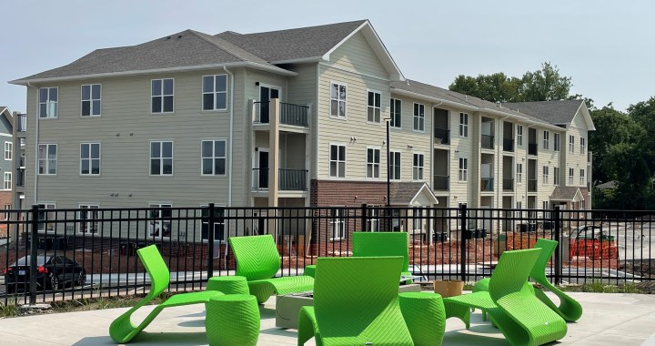 Touring the Edison at Bridlespur apartments