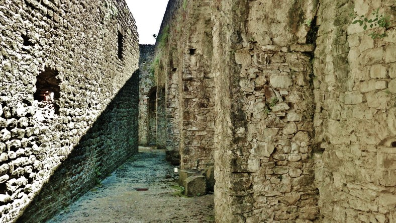 Hasty skirt fortifications, Castello di Malgrate, Lunigiana, Tuscany, Italy