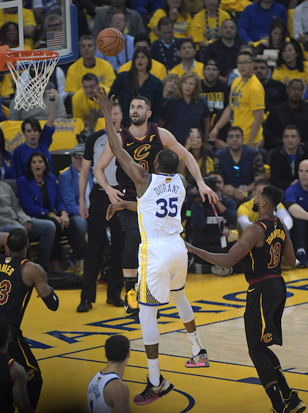 _Cavs,Warriors_05-31-18 0544