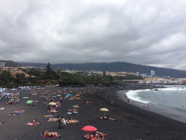 Puerto de la Cruz - pláž s černým sopečným pískem