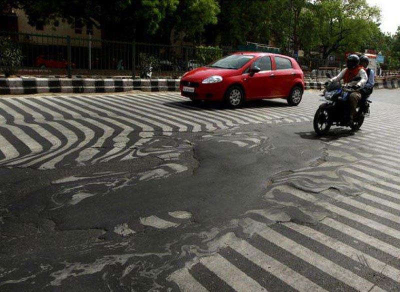 Hur varmt? -Asfalten smälter i Delhi