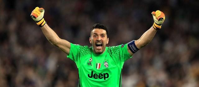 Gianluigi Buffon esulta - Juventus 2017