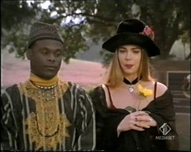 Byron con un vestito africano - Tammy e il T-Rex