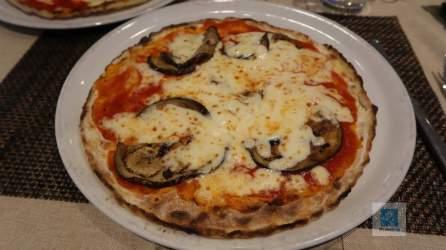 Lecker Pizza im Nuova Pergola
