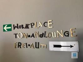 Kreative Beschriftung im Hotel