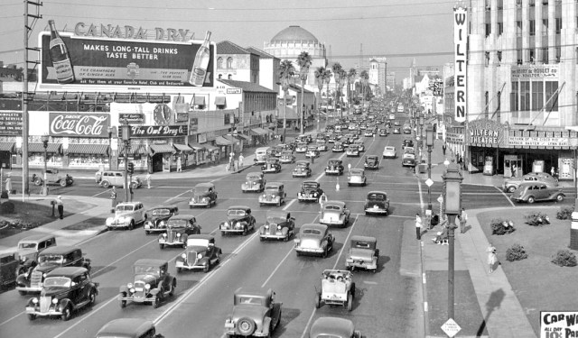 Peak hour at the corner Wilshire Blvd and Western Ave, Los Angeles, 1939