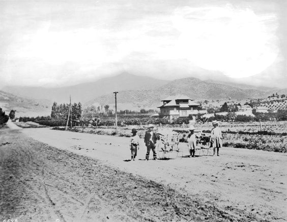 Children walking along Western Avenue south of Sunset, Los Angeles, circa 1906