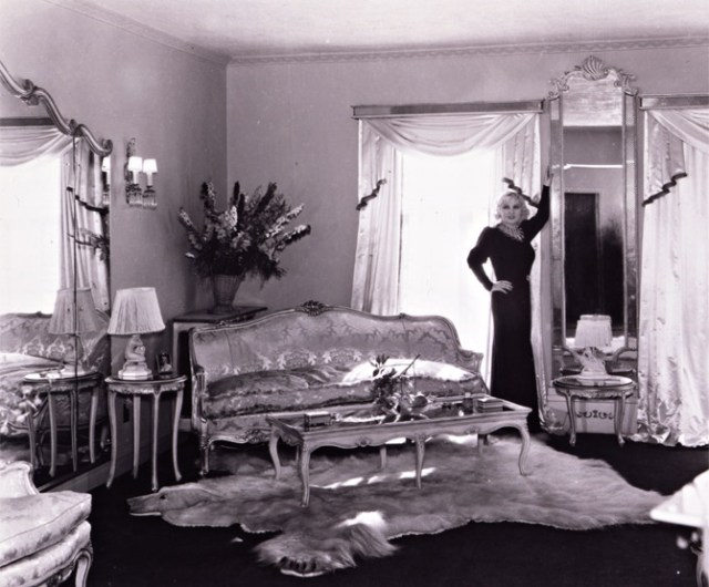 Mae West at her apartment at the Ravenswood Apartments, 1934