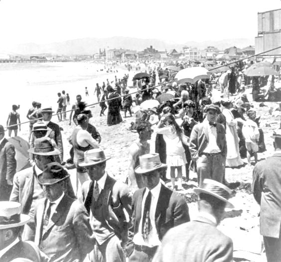 Well-dressed beach-goers crowding Venice Beach, California, 1917