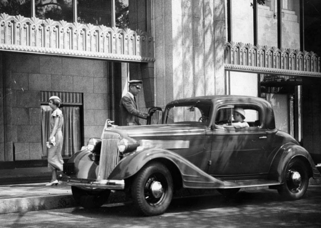 Shopping in a 1934 Pontiac at Bullocks Wilshire department store, Los Angeles, circa 1937