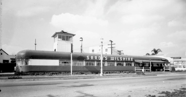 Sardi's Wilshire Restaurant, 6594 San Vicente Blvd at Wilshire Blvd, Los Angeles