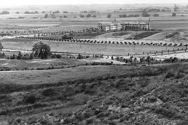 The Beverly Hills Hotel amid undeveloped Beverly Hills in the year it opened, 1912