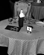 L44694 chequered tablecloth