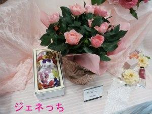 バラの鉢植えと新茶缶母の日