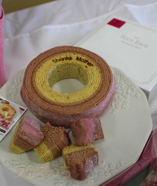 母の日、花束セット マ・クルール 神戸デコボコバームクーヘン=苺ミルクの二層仕立て