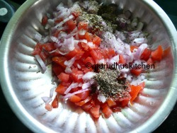 ONION TOMATO MIX WITH HERB AND PEPPER POWDERS