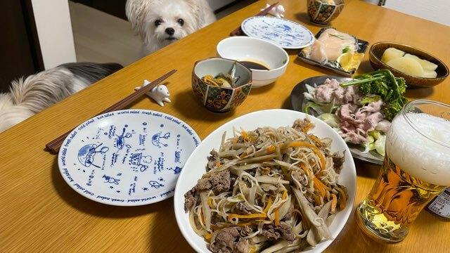 ごぼうと牛肉の炒め物と冷茶部サラダ