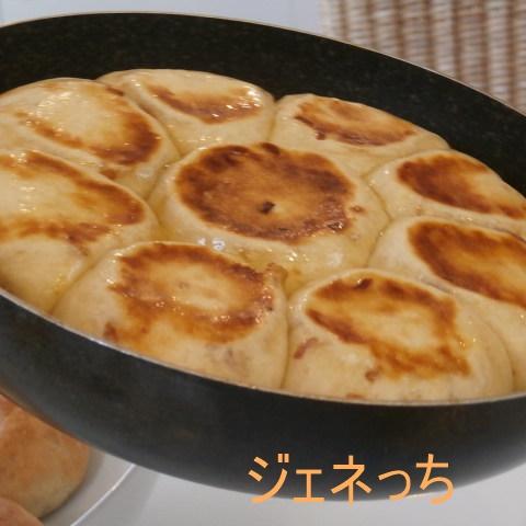 フライパンで焼いたパン