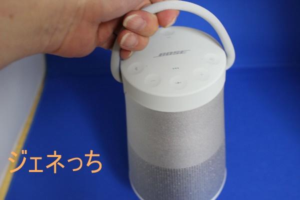 SoundLink Revolve+ Bluetooth speaker 手で持つ