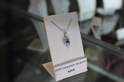 diamond-necklace-thunder-bay