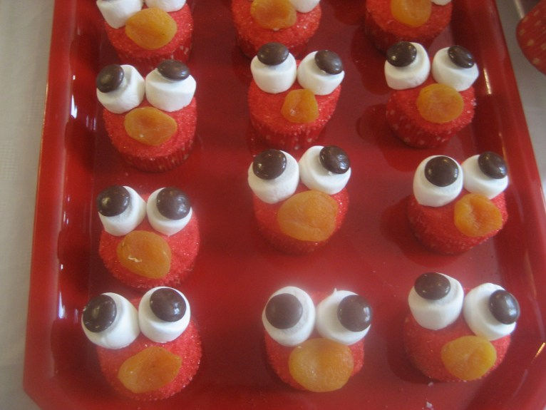 Elmo themed decorations on cupcakes