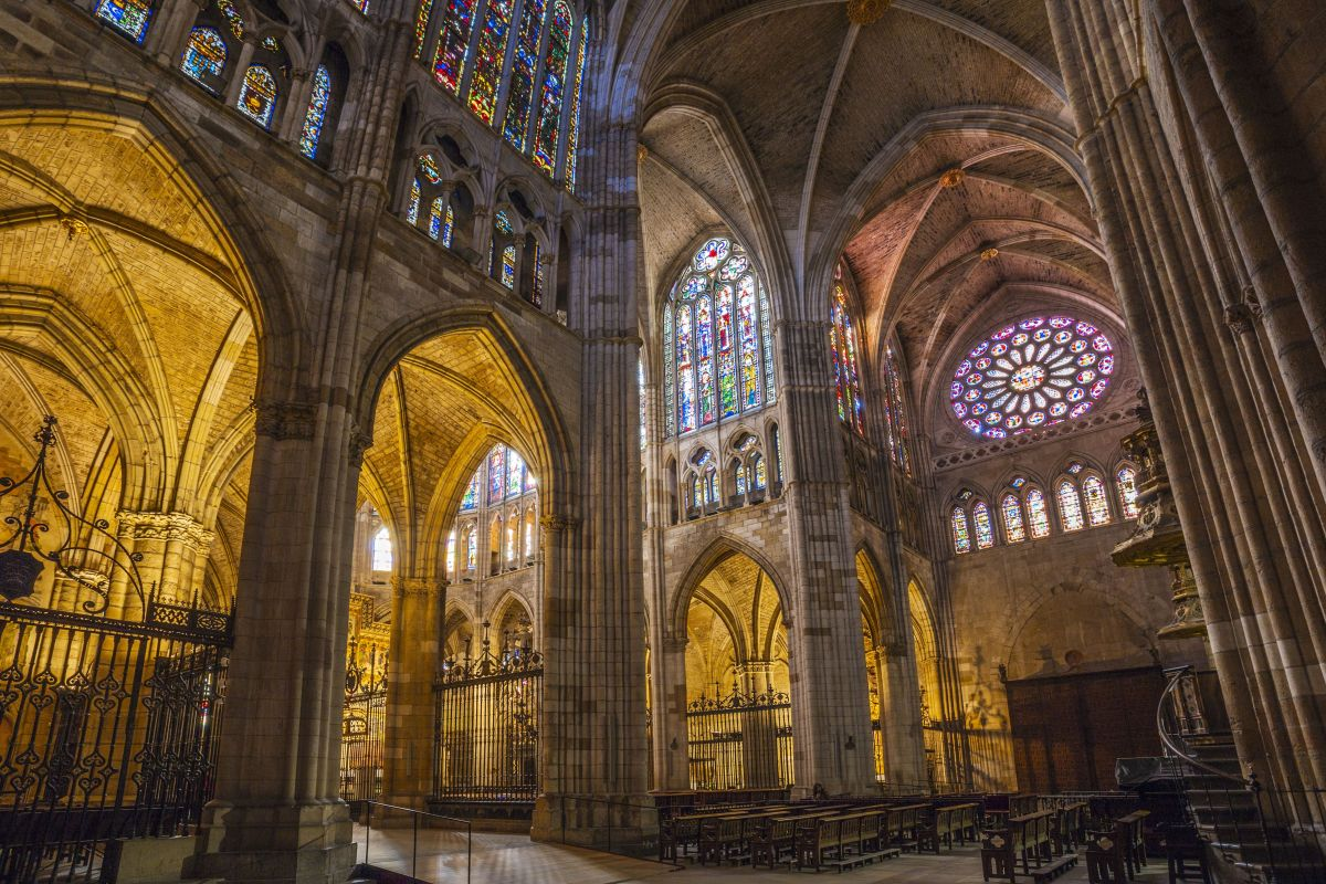 leon-cathedral-in-spain-642291275-59b435179abed50011eb96be.jpg