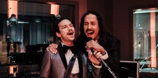 Caloncho cumplió su sueño de grabar un par de canciones con Chicano Batman.