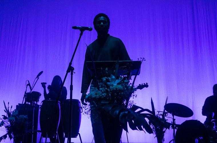 Aldo Mejía se lanzó al concierto de Toro y Moi en el Auditorio Blackberry.