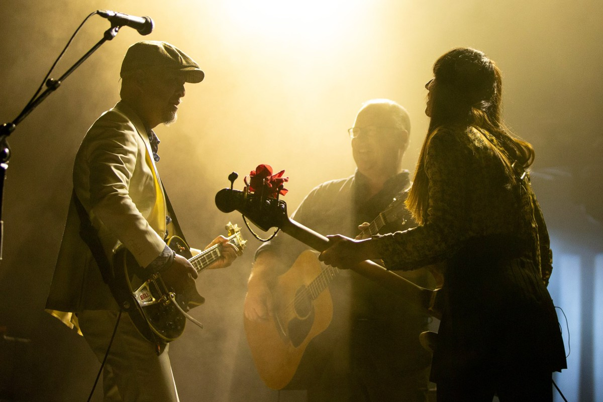 pixies Gravetard hill nuevo video sencillo Beneath the Eyrie