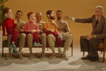 two door cinema club nuevo video once ventrilocuos