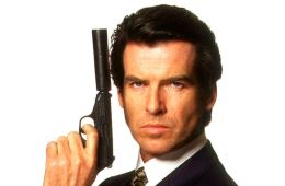 Pierce Brosnan James Bond mujer