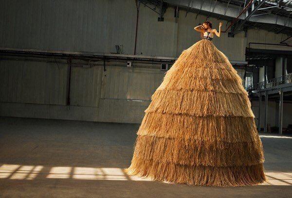 zendaya-fotos-revista-garage-tom-holland-portada-estatua