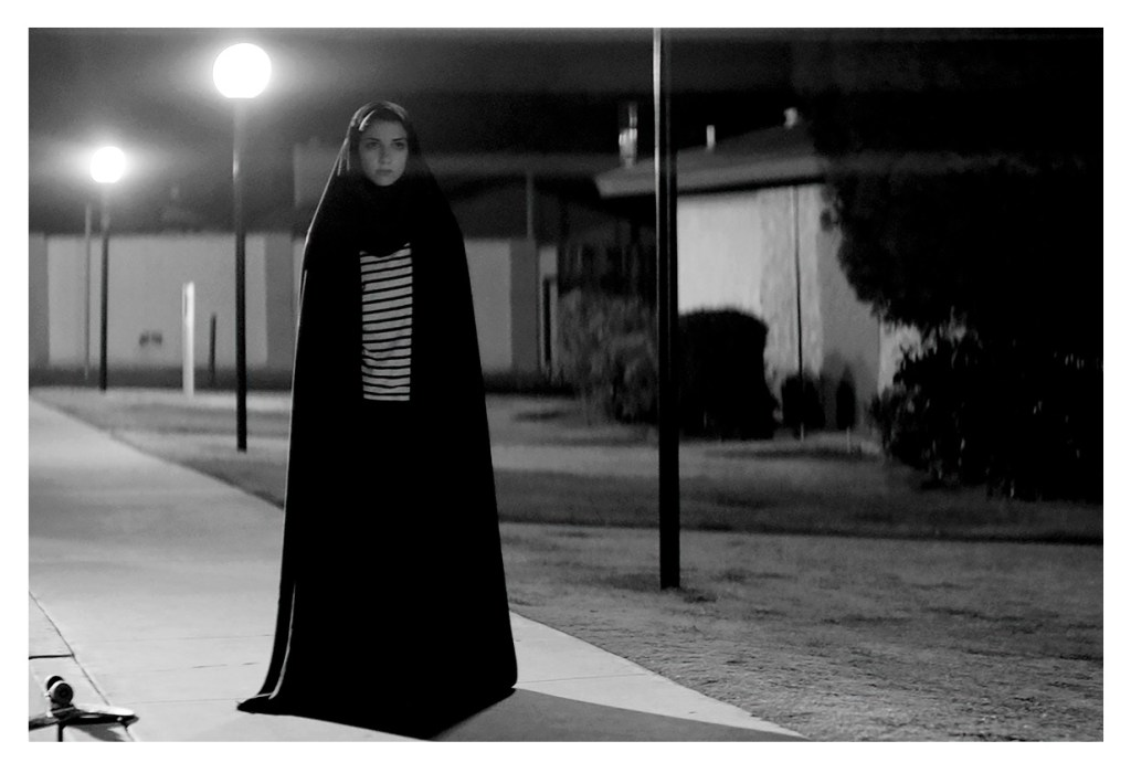 A Girl Walks Home Alone at Night película cine mirar checa