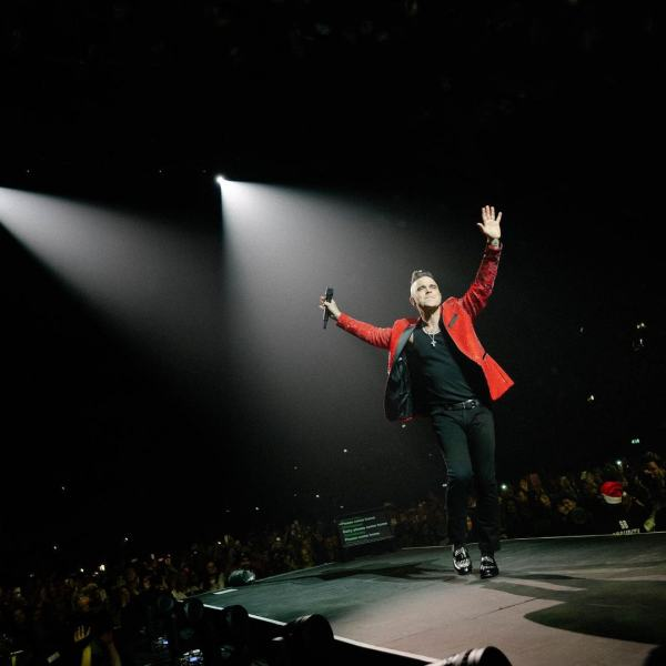 robbie-williams-pelicula-autobiografica-the-greatest-showman 1