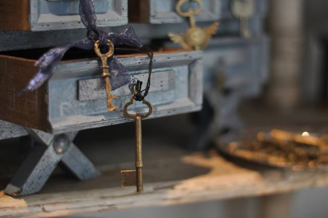 Use Skeleton Keys for an Antique Touch Around Your Home