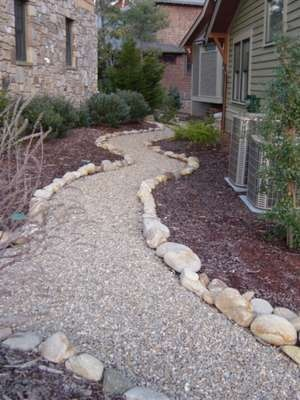 Ideas for Turning an Unsightly Side Yard Into a Beautiful Walkway