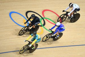 Anna Meares in action on velodrome.