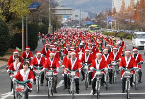 It seems to me both weird and wonderful that a nation like Japan would embrace Santa and bicycling, let alone put them together.