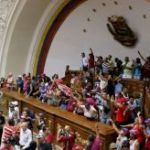 thumb_Bolivarians_taking_over_parliament_2_-_Henry_Tesara_AVN