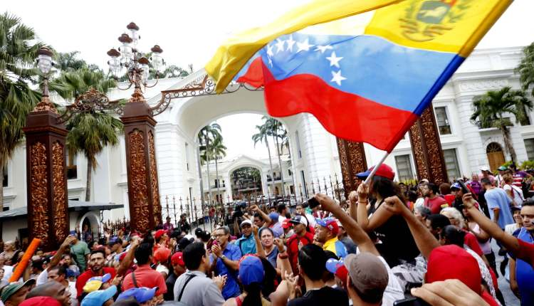 Bolivarians_taking_over_parliament_-_Henry_Tesara_AVN