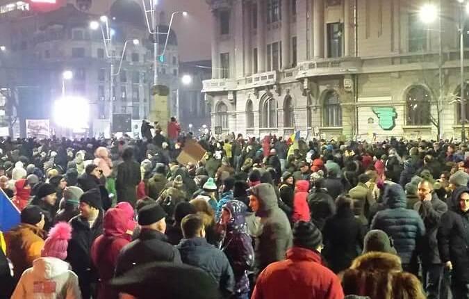 Romanian_protest_-_Babu_en.wikipedia.org–wiki–2017_Romanian_protests–media–FileCOLON29_January_Romanian_protest.jpg