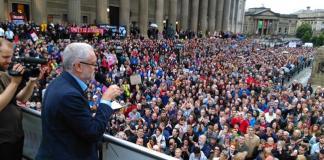 Βρετανικές εκλογές 2017 - Τζέρεμι Κόρμπιν - νίκη Κόρμπιν - Τερέζα Μέι - Εργατικό Κόμμα - Εργατικοί - Τόρις