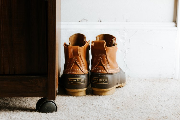 boots on floor david-lezcano-265816-unsplash