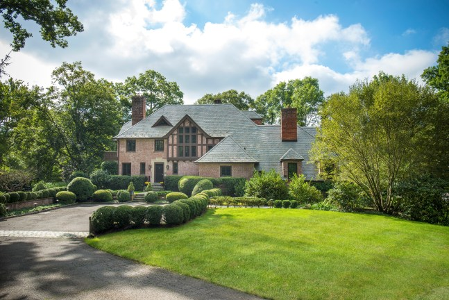 Mary-Stuart Freydberg lists Boxwood Court 138 Pecksland Rd Greenwich, CT
