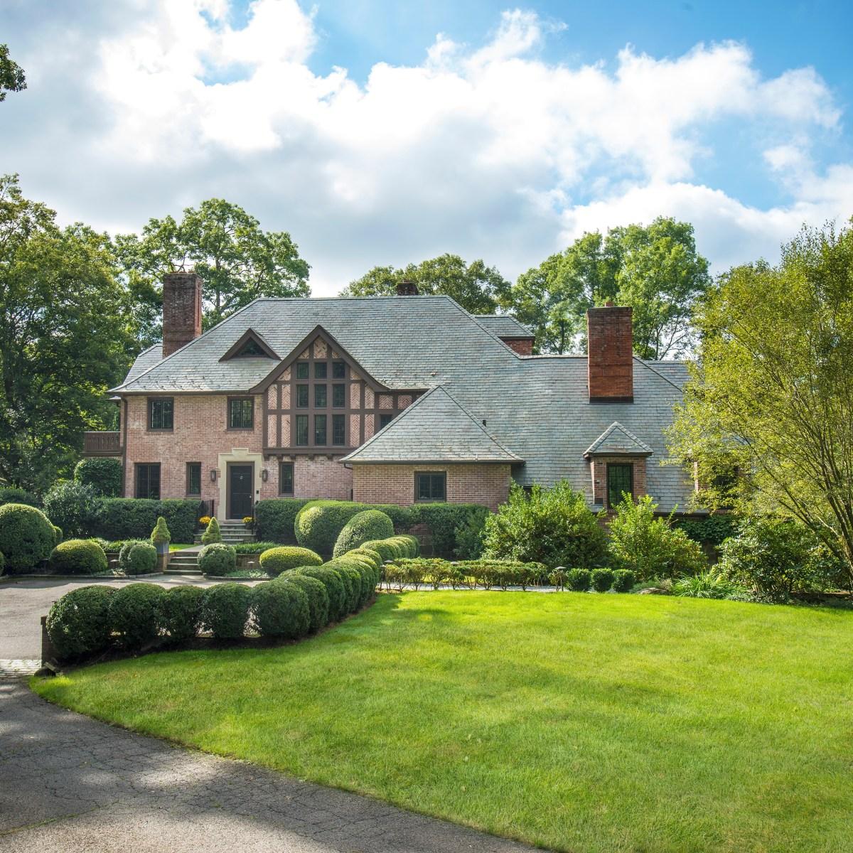 Mary-Stuart Freydberg lists Boxwood Court 138 Pecksland Rd Greenwich, CT