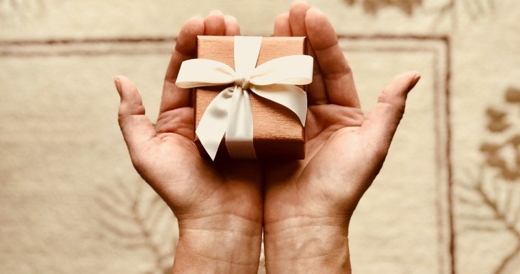 Uplifting Gift Ideas for Loved Ones Enduring Difficult Days