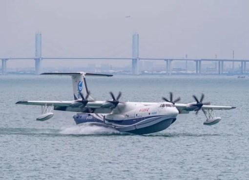 China successfully test-runs world's largest amphibious aircraft [Video]